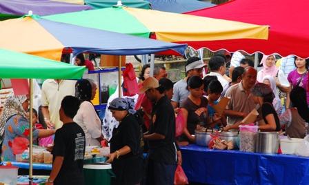 http://yanmieonline.com/wp-content/uploads/2010/07/pasar-ramadhan.jpg