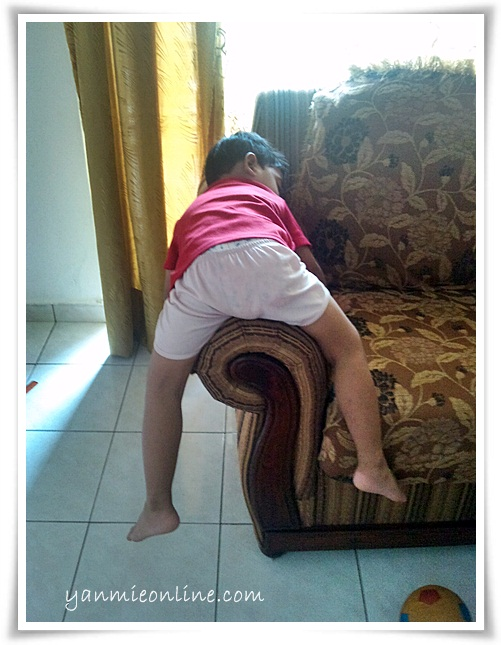 aksi budak sedang tidur