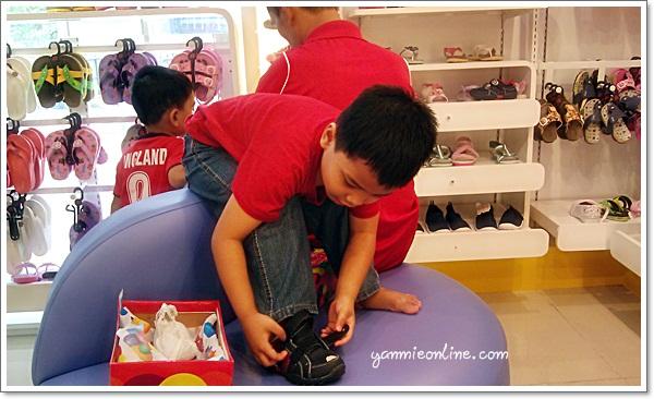 kedai kasut