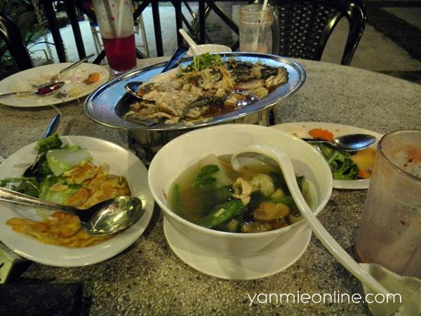 menu restoran tupai tupai