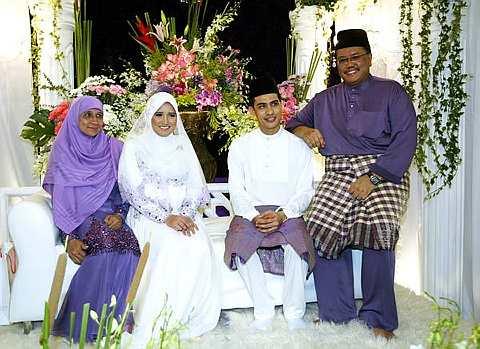 gambar pertunangan ashraf muslim