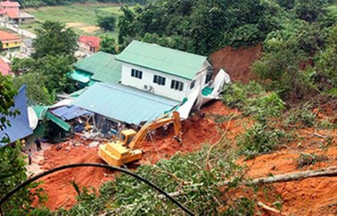 tanah runtuh rumah anak yatim