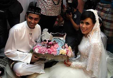 Gambar Perkahwinan Eira Syazira Dan Azad Jazmin