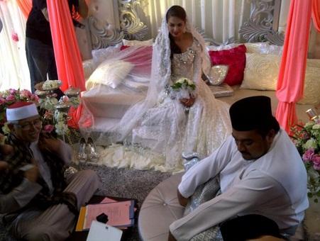 gambar perkahwinan faezah elai