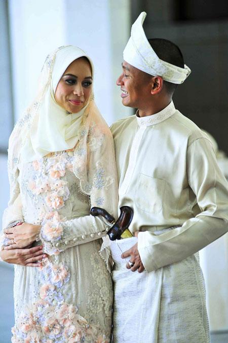 natasha hudson kahwin carleed khaza