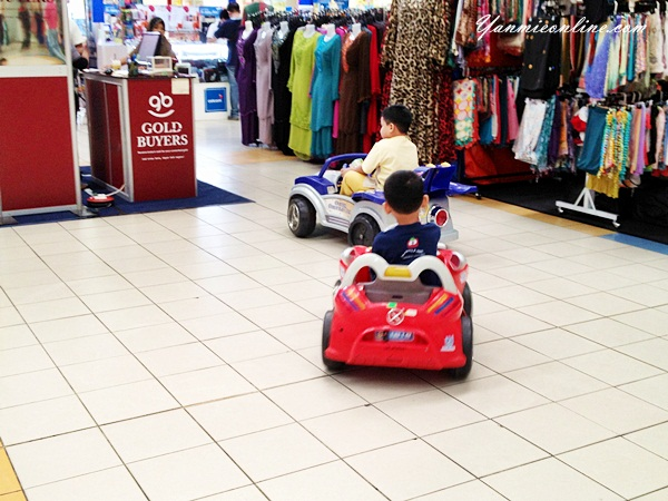 kereta mainan