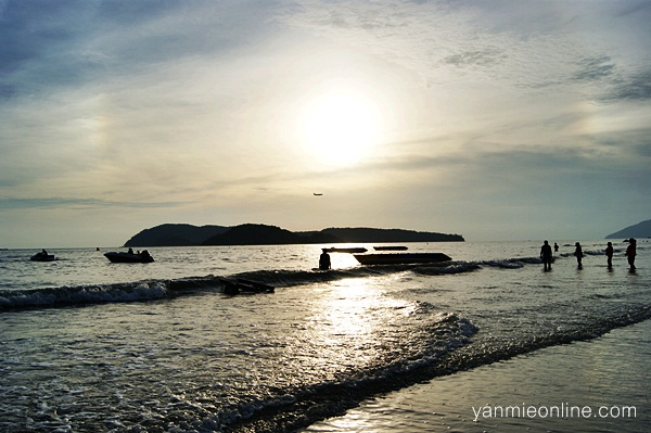 Mandi Manda Di Pantai Chenang Langkawi