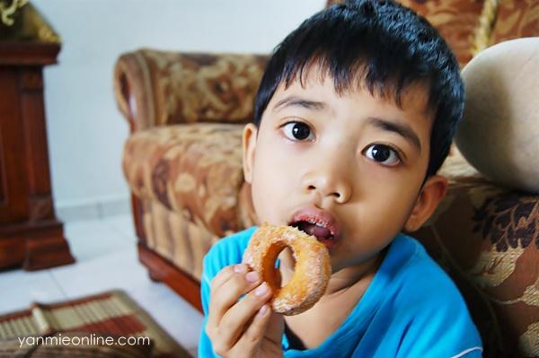 kuih donut