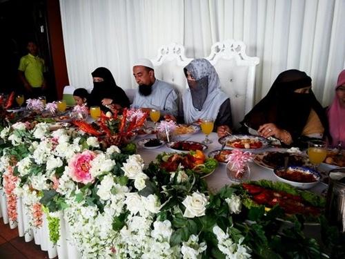 Gambar Kahwin Ustaz Azhar Idrus Nikah Isteri Ketiga1 Gambar Ustaz Azhari Idrus Kahwin Isteri Ketiga