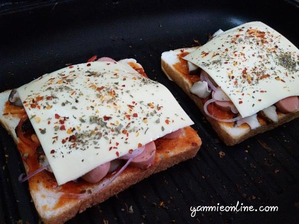 cara membuat pizza roti gardenia