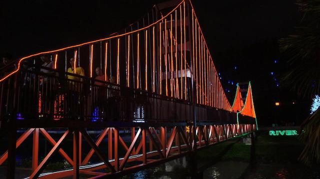 kinta riverfront night
